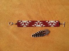FLIKKERING is een traditionele inheemse basket weave ontwerp van de Yurok, Hupa, Karuk, Tolowa, Wiyot en andere naties/stammen van Noord-Californië. Degene die hier afgebeeld is 7 1/2 vanaf einde van knevel bevindingen. Als je deze armband maar nodig op een groter of kleiner