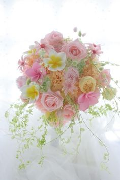 Beautiful pink and yellow roses Pastel Flowers, Flowers Nature, Beautiful Flowers, Exotic Flowers, Beautiful Flower Arrangements, Floral Arrangements, Floral Bouquets, Wedding Bouquets, Floral Wedding