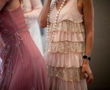 I like the pink flapper dress w/ necklace for my girls ; 1920s Bridesmaid Dresses, Grey Bridesmaids, Flapper Flower Girl, Estilo Charleston, Party Mode, Grey Fashion, High Fashion, Gray Dress, Vestidos
