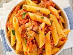 Cestoviny s tuniakom a paradajkou   Receptár Omelette, Celery, Thai Red Curry, Cantaloupe, Fruit, Vegetables, Ethnic Recipes, Desserts, Food