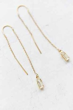 Gold, thread earrings with baguette-cut crystals. Ear Jewelry, Cute Jewelry, Jewelry Box, Jewelry Accessories, Jewelry Design, Jewelry Making, Pandora Jewelry, Jewlery, Diamond Are A Girls Best Friend