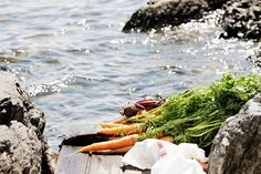 K-ruokakauppojen kesätorit pursuavat tuoreutta esimerkiksi mansikoista, herneistä, persiljasta, nippusipuleista ja -porkkanoista, varhaiskaalista, kukka- ja parsakaalista, kesäkurpitsasta sekä meloneista.