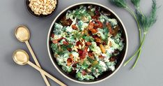 Brokkolisalat er en god og sunn salat som passer godt både som tilbehør, men også som en egen rett.