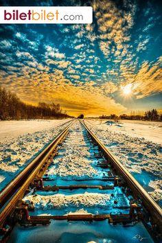Kar kaplı tren yolu ve müthiş manzarasıyla Saskatchewan, Kanada. https://www.biletbilet.com/etiket/962/ucak-firmalari