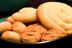 Rosketti cookies are made with pleny of cornstarch and are generally shaped into coil rings. This is a luscious rosketti recipe using heavy cream, butter and eggs.