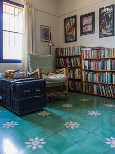 We recently fell in love with the usage of absolutely stunning Athangudi tiles at the home of Rajaram and Anumita. Every room in their home had stark white walls and ceilings, with colourful tiles on the floor - different in each room. Indian Home Interior, Indian Interiors, Indian Home Decor, Cabana, Kerala House Design, Living Room Flooring, Living Rooms, Bedroom Flooring, City Living