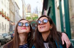 Happy beautiful student girls in Paris on the street - Happy beautiful student girls in Paris on the street