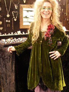 Working with velvet. Jewellery Designer, Lila Stern-Shewery is wearing her favourite velvet Long Scoop Jacket at one of her many exhibitions. Bohemian Mode, Bohemian Style, Boho Chic, Look Boho, Advanced Style, Mori Girl, Boho Fashion, Fashion Design, Beautiful Outfits