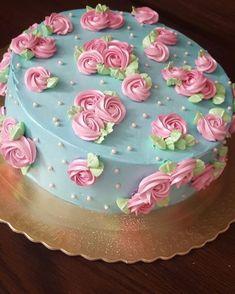Lindo e romântico! Por Priscila Sala Peônia Brasília-DF @priscilosa #flowercake#chantininho #instacakes#instalove #bolos#bolosdecorados #aniversário #vigorbrasil#flowercakebrasil #confeitaria#wiltoncakes #bolosvintage#chantily #bolosartísticos#arte #instahomemade#rosecake #cakedecoranting#cakelovers #dentrodafesta#festaemcasa #vintageofficial#cakestagram #desserts#candymelts #cakeporn#foodporn