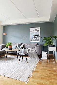 Stue i skandinavisk og kul stil livingroomcolors Living Room Furniture, Living Room Decor, Living Spaces, Living Room Remodel, Scandinavian Interior, Living Room Inspiration, Room Colors, Home And Living, House Design