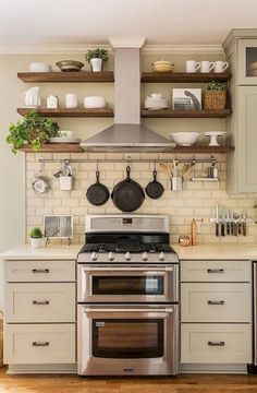 4 Self-Reliant Tricks: Country Kitchen Remodel Ceilings kitchen remodel peninsula subway tiles.Old Kitchen Remodel Hardware. Small Farmhouse Kitchen, Shabby Chic Kitchen, Farmhouse Design, Rustic Farmhouse, Diy Kitchen, Kitchen Small, Kitchen Themes, Farmhouse Ideas, Kitchen Layouts