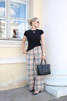 Hair bun classy burberry trousers helsinki fashion muoti tyyli style summerstyle #kesätyyli