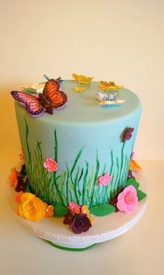Butterfly cake with flowers Butterfly Cakes, Minecraft Stuff, Just Cakes, Decorated Cakes, Yummy Cakes, Cake Decorating, Birthday Cake, Baking, Flowers
