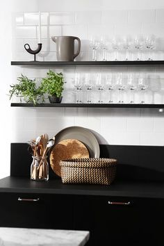 Modern Scandinavian kitchen, interior in black. Kitchen Design Open, Open Kitchen, Kitchen Dining, Kitchen Decor, Kitchen Designs, Kitchen Ideas, Home Interior, Kitchen Interior, Interior Design Living Room