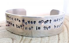 Friends are never apart maybe in the distance but not in the heart | Aluminium slagletter armband breed