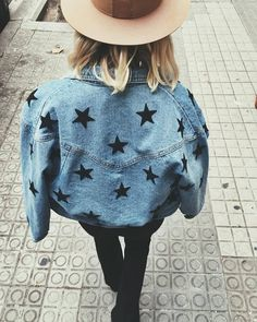 Could do this to jeans if not jacket Painted Denim Jacket, Painted Jeans, Painted Clothes, Diy Clothes Paint, Diy Clothing, Custom Clothes, Cool Outfits, Casual Outfits, Mode Shoes