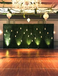 Dance the night away with a Boxwood Backdrop!
