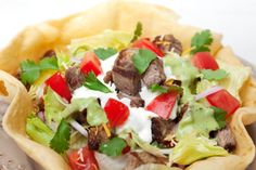 SweetHome Editor Jes Watson's Homemade Taco Bowl This will be great for warm summer nights Taco Salad Shells, Taco Salad Bowls, Tuna Recipes, Dinner Recipes, Cooking Recipes, Dinner Ideas, Easy Meal Plans, Homemade Tacos, Quick Meals