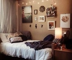 Cozy Small Bedroom Tips: 12 Ideas To Bring Comforts Into Your Small Room    Futurist Architecture