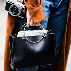 Опубликовала в блоге пост про бюджетные сумки: как выбрать, каких брендов стоит избегать. Активная ссылка висит в профиле, enjoy! 🍾