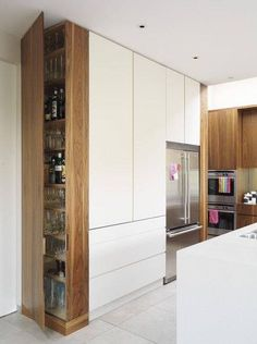 Choosing new kitchen cabinets is crucial in defining the look, feel, and function of your kitchen. Discover new ideas for your kitchen remodel. Kitchen Corner, Smart Kitchen, New Kitchen, Kitchen White, Kitchen Wood, Kitchen Pantry, Kitchen Small, Hidden Kitchen, Corner Pantry