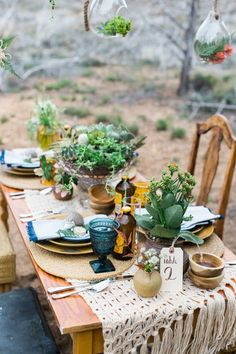 Charming, outdoorsy table decor in this Zion National Park elopement | Image by M. Felt Photography