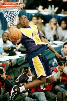 Kobe Bryant was 18 years old when he formally introduced himself as a budding star to a national audience. Kobe Bryant Dunk, Kobe Bryant Quotes, Kobe Mamba, Kobe Bryant Pictures, Kobe Bryant Black Mamba, Shooting Guard, Nba Fashion, All Nba Teams, Sports Stars