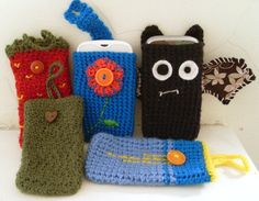 Crochet Phone Cases ˜crochet mobile phone cases - The green case was one of the first things I crocheted and the vampire bat case is one I've just finished for a friend. They're very quick, easy and fun to make and I think the possibil… Crochet Phone Cover, Crochet Case, Crochet Purses, Love Crochet, Crochet Gifts, Diy Crochet, Crochet Ideas, Crochet Things, Beautiful Crochet