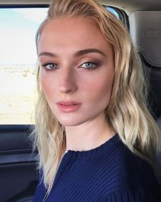 Sophie Turner by Hung Vanngo Joe Jonas, Sophie Turner Instagram, Spohie Turner, Kendall Jenner, American Makeup, Golden Hair, Celebrity Beauty, Celebrity Makeup Looks, Glamorous Wedding