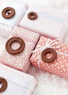 10 Free Gorgeous Holiday Gift Wrap Printables!