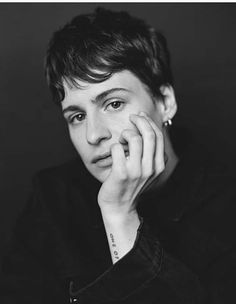 Christine and the Queens (Héloïse Letissier), photographed by Heather Hazzan for V magazine, Sep Androgynous Women, Androgyny, Hair Clay, Christine And The Queens, V Magazine, Hayley Williams, Celebs, Celebrities, Woman Face