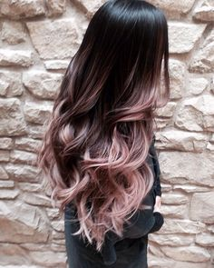 Cascading Pink Waves with Ombre Bayalage. Are you looking for rose gold hair color hairstyles? See our collection full of rose gold hair color hairstyles and get inspired! Cabelo Rose Gold, Ombre Rose Gold Hair, Purple Hair, Dyed Hair Ombre, Dip Dye Hair Brunette, Pastel Ombre Hair, Brown Hair Rose Gold Ombre, Rose Gold Baylage, Hair Colors