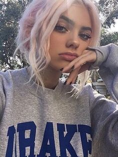 Image discovered by ♡♡♡. Find images and videos about girl, pretty and hair on We Heart It - the app to get lost in what you love. Pastel Hair, Pink Hair, Tumbrl Girls, Grunge Hair, Soft Grunge Makeup, Pretty Hairstyles, Pretty Face, Pretty People, Hair Goals