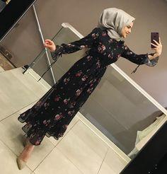 Hijab Dress Party, Hijab Style Dress, Hijab Chic, Party Wear Dresses, Batik Fashion, Abaya Fashion, Muslim Fashion, Modest Fashion, Fashion Outfits