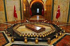 Mustafa Kemal Atatürk'ün mezar odasındaki 83 tane vazoda Türkiye'nin 81 ilinden, KKTC ve Azerbaycan'dan toprak bulunmaktadır.