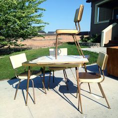 How to Make Over a Vintage Vinyl Dinette Set (using Spray Paint