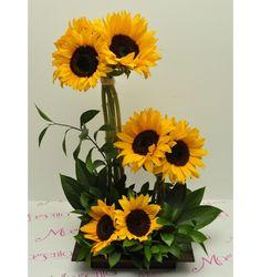 Summer Flower Arrangements, Sunflower Arrangements, Rose Arrangements, Beautiful Flower Arrangements, Flower Centerpieces, Flowers Nature, Fall Flowers, Tropical Flowers, Summer Flowers