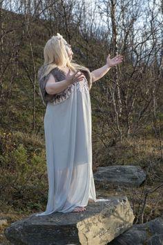 A Fett Magazine fashion halloween editorial Photographer Susanne Melin Model Åsa Holmström Styling Ann-Charlotte Måned, Thina Grotmark, Christina Lövgren  #fatshion #fashion #plussize #fettmagazine #plussizeoutfit #plussizeootd #ootd #outfit #outfitoftheday #clothes #curve #curvy #plussizeblogger #psblogger #fatshionista #effyourbeautystandards #honormycurves #everyBODYisflawless #celebratemysize #plussizeclothing #bodypositive #plussizefashion #halloween #october #editorial #phootoshoot