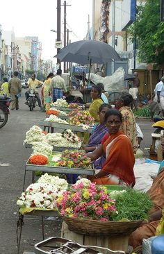 Outdoor Photography, Street Photography, Art Photography, India Street, Balcony Flowers, Street Painting, Indian People, Madurai, Asian History