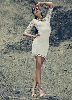 #MustHave Un nuevo estilo de mini dress para acaparar las miradas.    VESTIDO: S065664 CALZADO: S400032