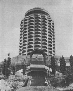 Ереван. Дворец молодежи. Архитекторы Г. Погосян, А. Тарханян и др. 1979 г.