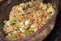 "Salat – man sagt dazu ""Friß dich dumm Salat"" 2 Sponsored Sponsored Salad – it says ""eat you stupid salad"" Chef Salad Recipes, Pasta Recipes, Appetizer Recipes, Vegetarian Recipes, Chicken Recipes, Dinner Recipes, Healthy Recipes, Pesto, Macaroni And Cheese"