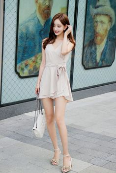 Image shared by Amber P. Find images and videos about dress, moda and kfashion on We Heart It - the app to get lost in what you love. Asian Fashion, Girl Fashion, Fashion Outfits, Photos Fitness, Sexy Asian Girls, Emo Girls, Beautiful Asian Women, Lovely Dresses, Asian Woman