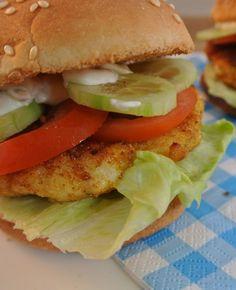 Hamburgers maken we gemakkelijk zelf, maar ook visburgers zijn makkelijk zelf te maken!�Je kan zelf kiezen wat voor soort vis je gebruikt, voor dit recept is gekozen voor�pangasiusfilets. In plaats van een visburger kan je voor de kids bijvoorbeeld lekkere�