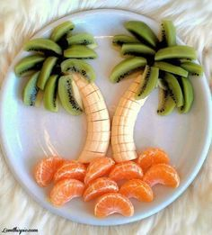 Palm tree fruit art fits right in with our carefree Summer living plans. This isn't a cake, but would be a nice addition to the Paleo party.