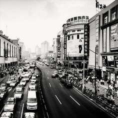 """Die """"Big City Nightscapes"""" in schwarz/weiß des aus England kommenden Fotografen Martin Stavars hatte ich neulich schon. Heute gibt es hier ein Shanghai-Special, großartige Aufnahmen, wi…"""