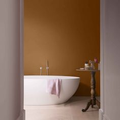 It's the start of a new week therefore we want to prepare you with some relaxing inspiration from This is a beautiful colour in the bathroom to immerse yourself in cosy mode as the cold approaches. Blush Walls, Best Interior Paint, Paint Brands, Room Paint Colors, London Apartment, Bathroom Goals, Color Of The Year, Bathroom Interior, House Painting