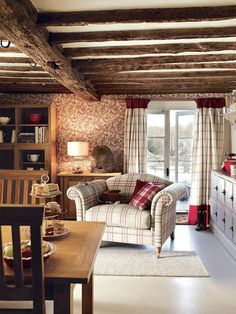 English Cottage Interiors, English Cottage Style, English Interior, English Decor, Country Interior, Style Anglais, Sunroom Furniture, Cottage Living Rooms, Interior Design