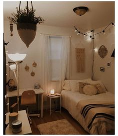 Cozy Small Bedroom Decor, Cozy Small Bedrooms, Small Room Design Bedroom, Room Decor Bedroom, Dream Bedroom, White Bedroom, Bedroom Inspo, Small Bedroom Inspiration, Design Apartment