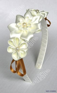 Diadema de flores, tsumami kanzashi                                                                                                                                                     Mais